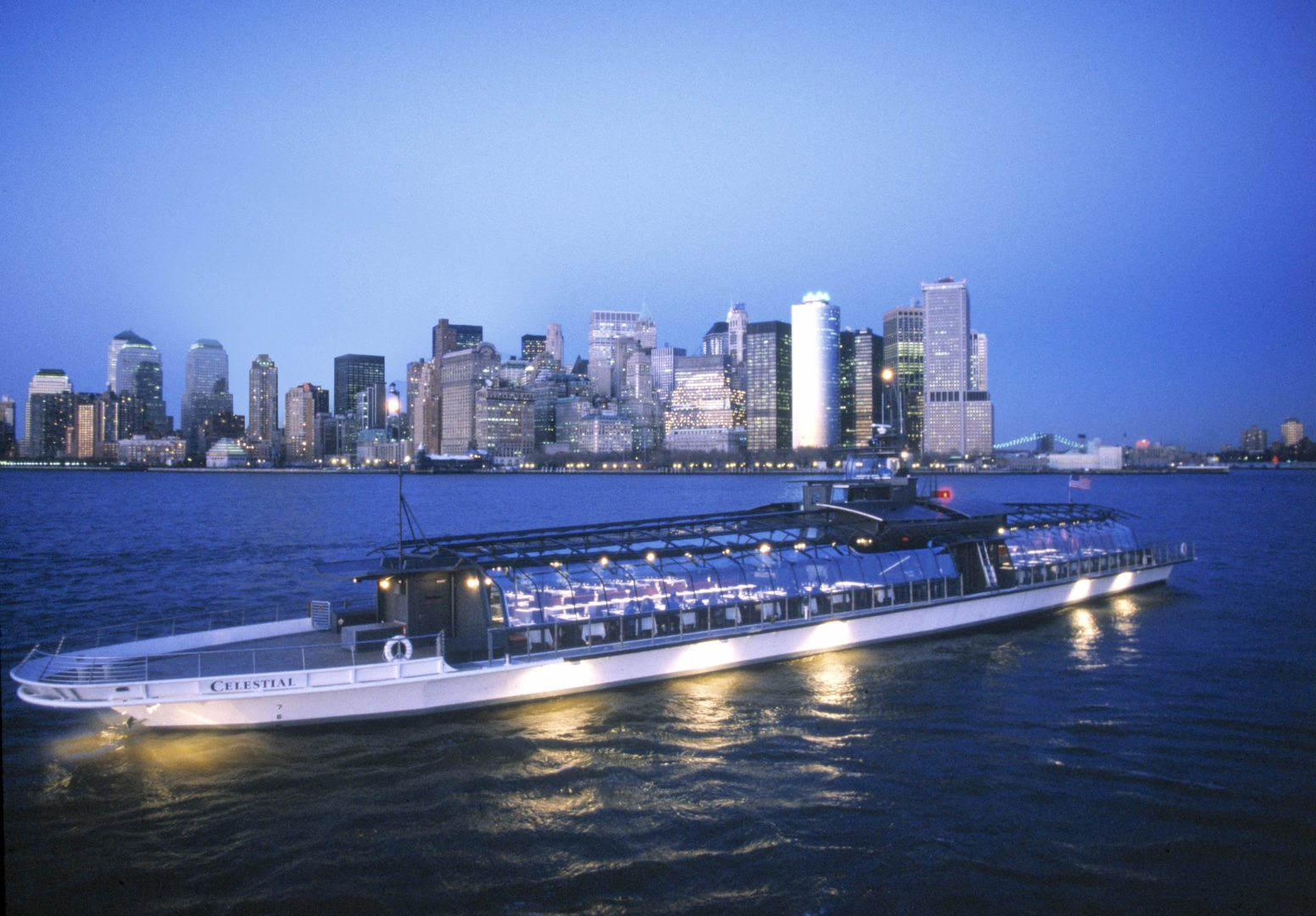 Dinner Cruises NYC - Bateaux Yacht Charter NYC
