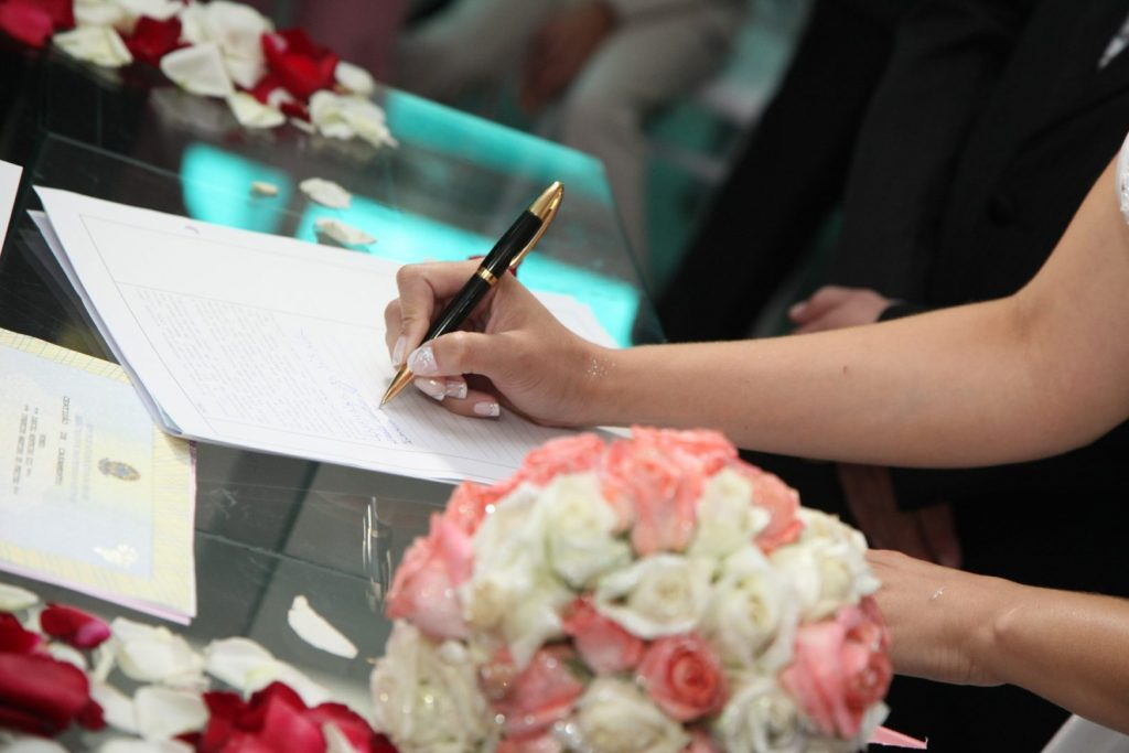 wedding-guest-book-ideas-sign