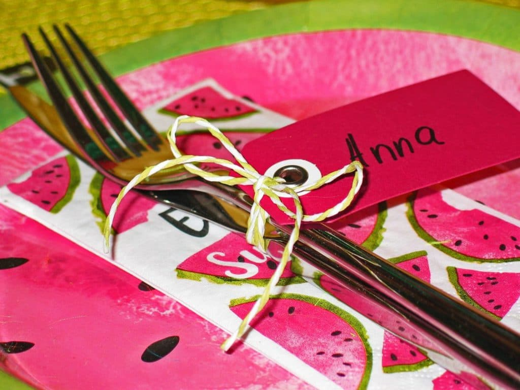 Wedding guest tips: personalize party favors