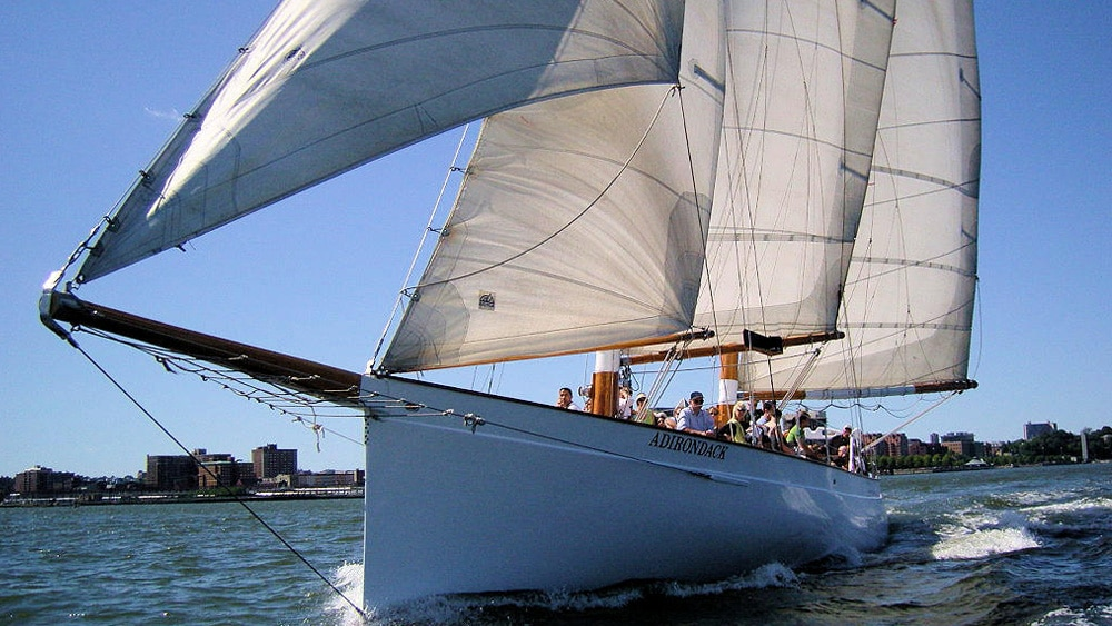 Adirondack-Yacht