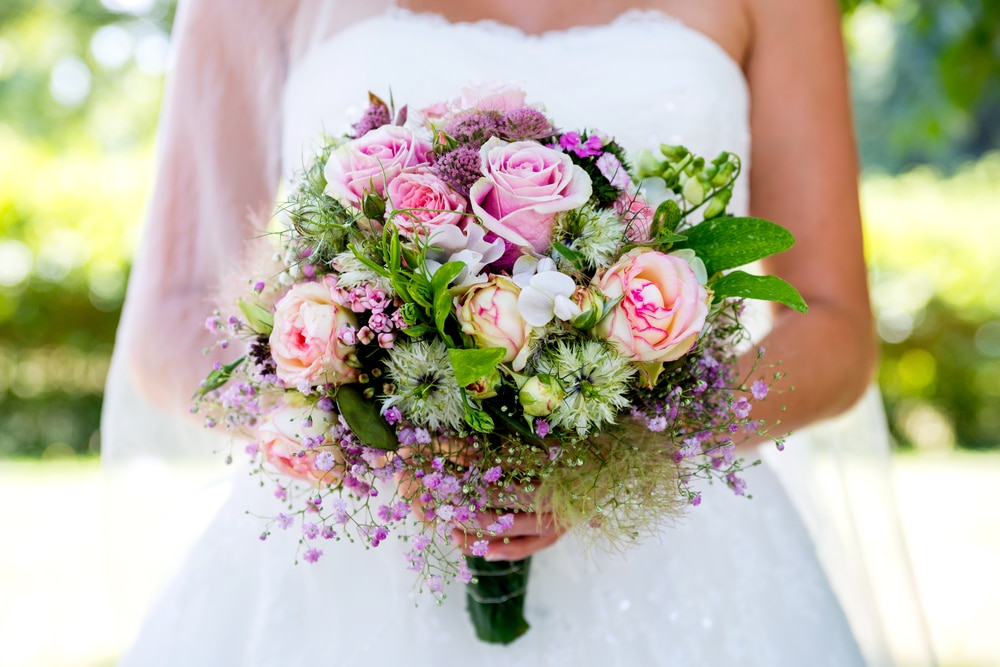 choosing-perfect-wedding-flowers-wedding-planning-yacht-rental-nyc